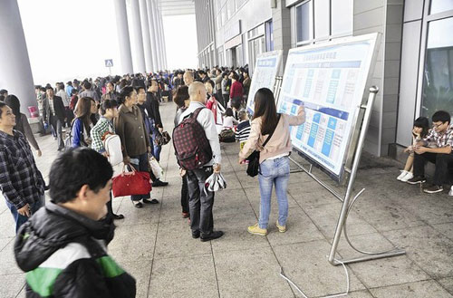 """宜昌东站迎来""""十一""""长假返程高峰"""