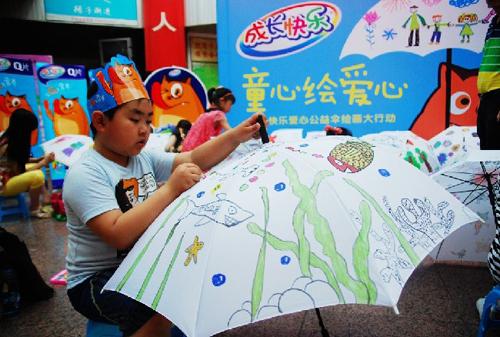这些雨伞将送给困难家庭儿童