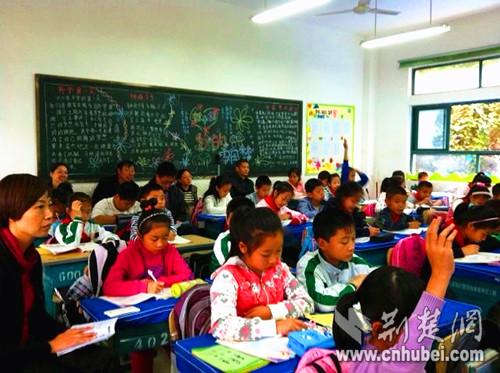 """宜昌宝塔河小学中年教师""""比武"""" 彰显成熟教学魅力"""