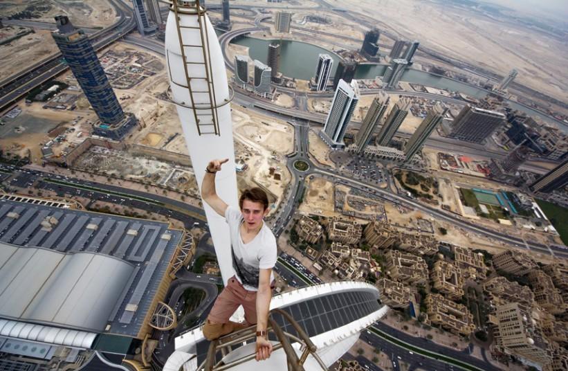 外国小伙再爬上海高楼