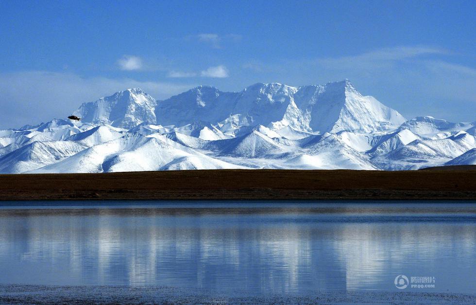 西藏班戈县境内的纳木错占整个湖的三分之二以上,风光怡人,交通便利