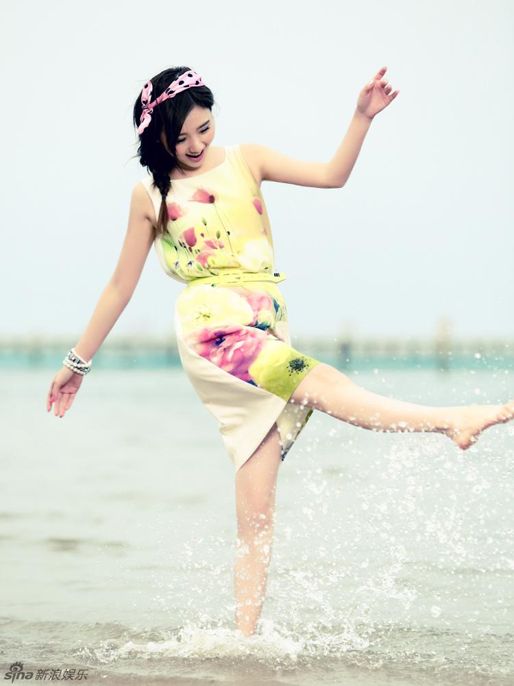 毛晓彤海边写真 演绎清新恬淡女孩 - 精彩图片 - 荆楚