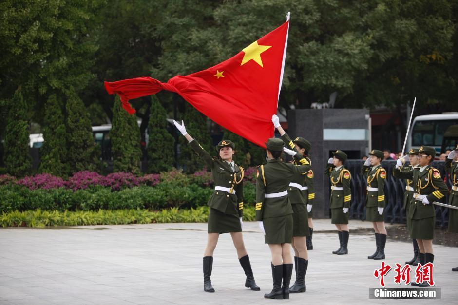 北京某高校的国旗班列队走过中国人民抗日战