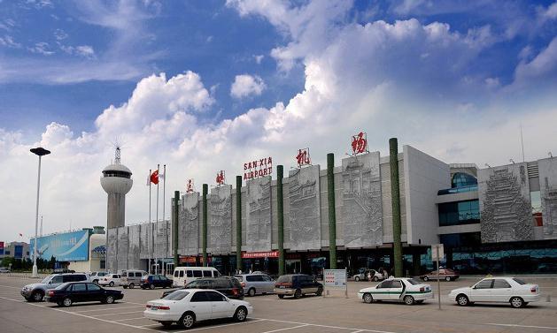 三峡机场距离枝江城区25公里,已开通北京、上海、广州、深圳、成都、昆明、先、重庆、武汉、杭州等20多条国内航线和直飞香港、澳门、日本的临时航线。